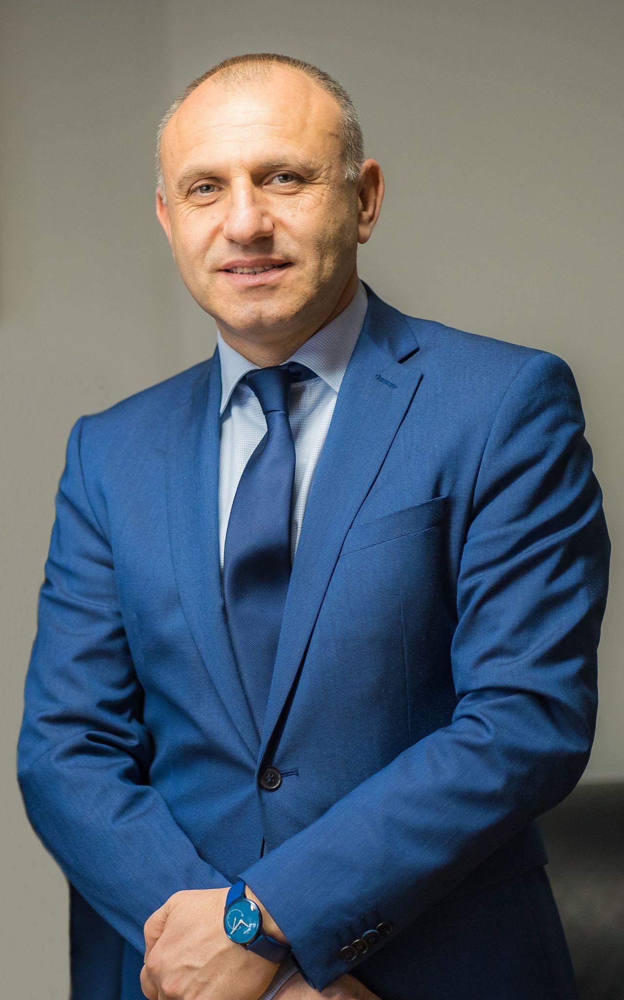 Изпълнителен директор  Проф. Д-р Стоян Проданов
